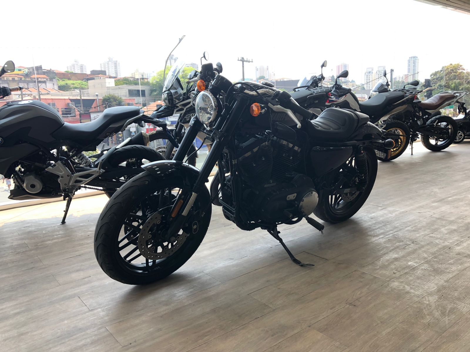 Foto do veiculo Harley XL 1200 CX ROADSTER